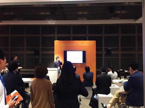 Innovation Theatreでは様々な事例の紹介やブース出展企業によるプレゼンテーションを実施。弊社代表岡本も夕方に登壇させていただきました。
